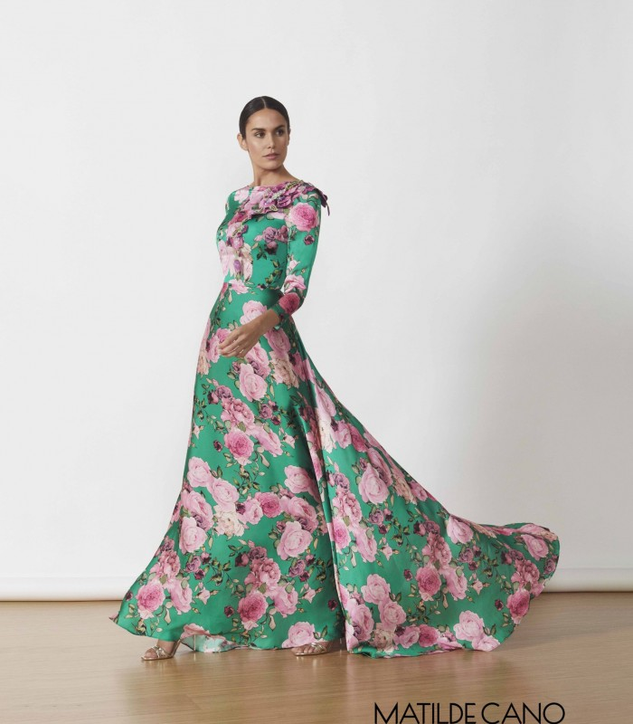 Long printed dress with applique on the shoulder