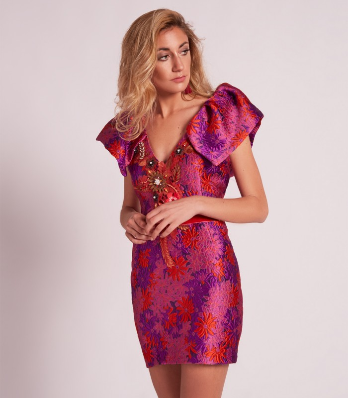 Short dress with V-neckline and puff sleeves
