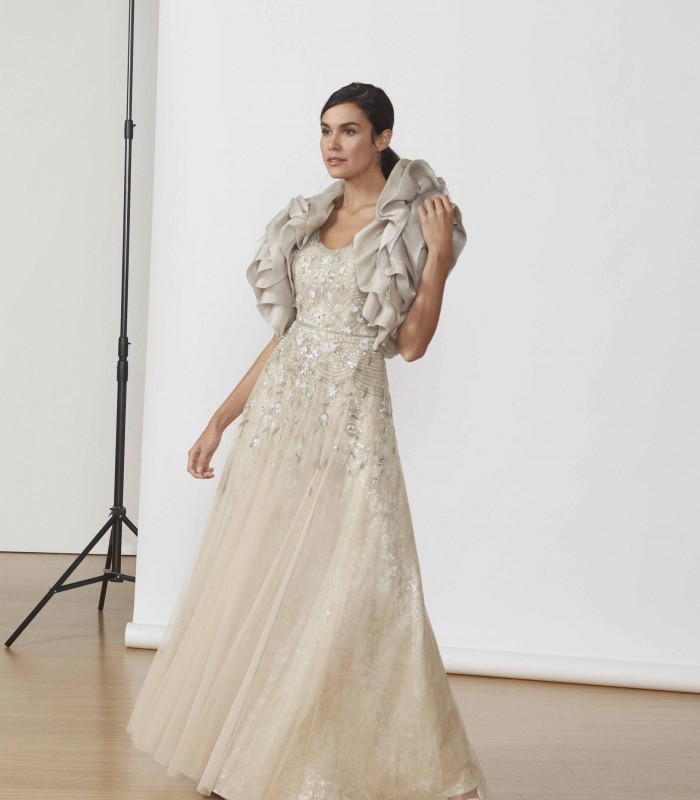 Long tulle dress with round neck and beading