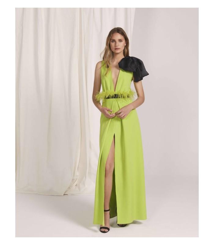 Vestido largo con escote profundo y abertura delantera en la falda
