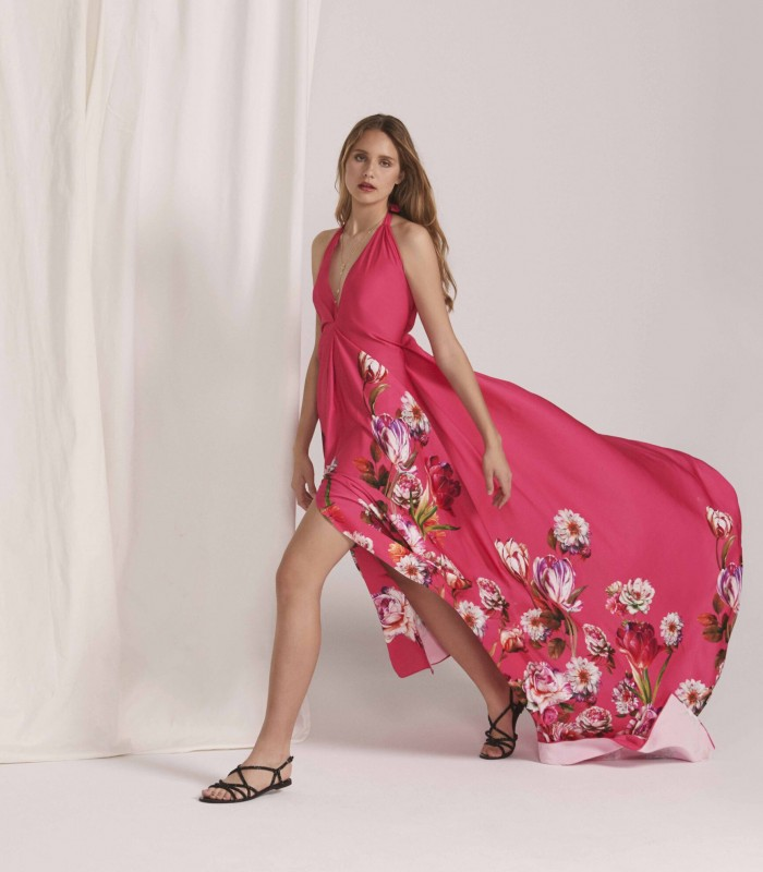 Long dress with V-neckline with central opening in the skirt and sweep train
