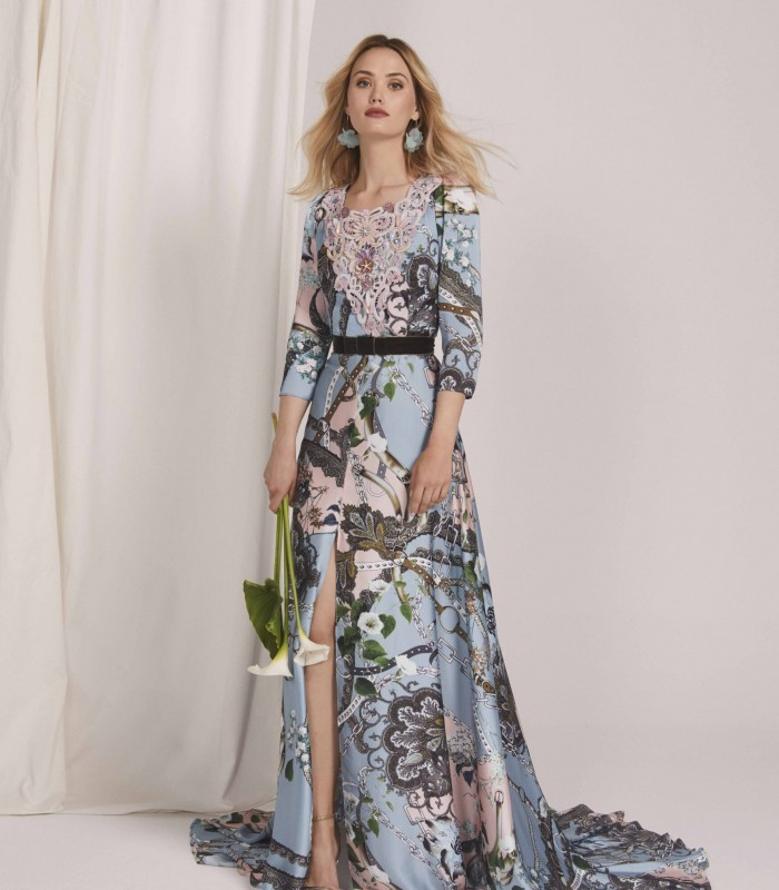 Long dress with appliqued neckline with central slit and court train