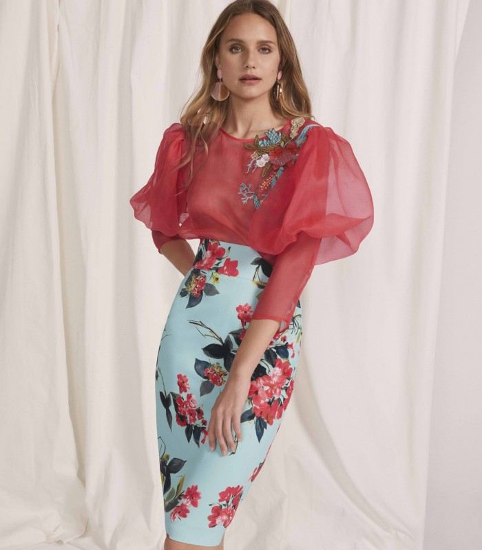 Conjunto con manga abullonada y falda estampada