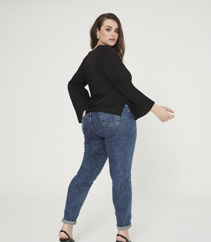 Skinny jeans with distressed effect
