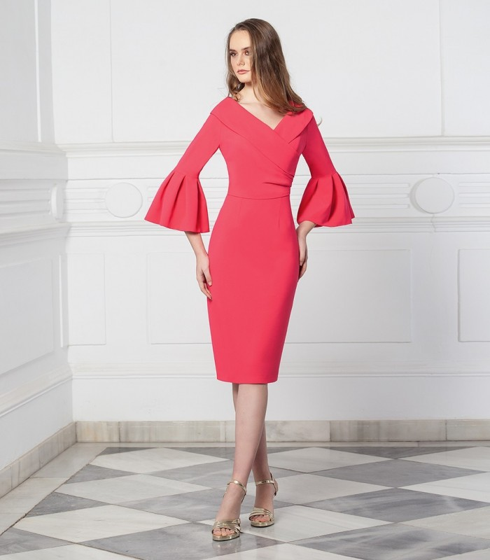 Short dress with V-neckline and flared sleeves