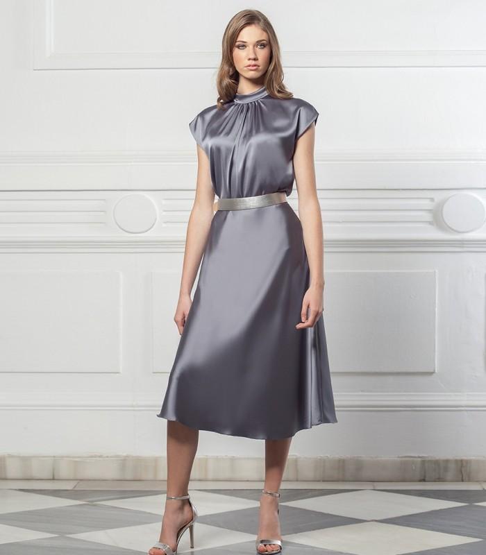 Falda larga lisa de raso y con vuelo