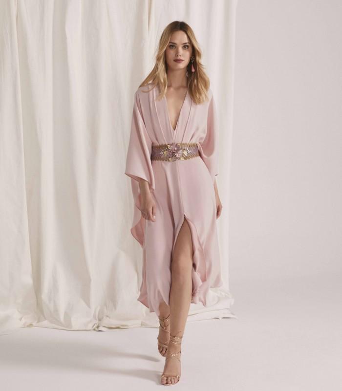 Vestido midi con manga kimono y falda con abertura central