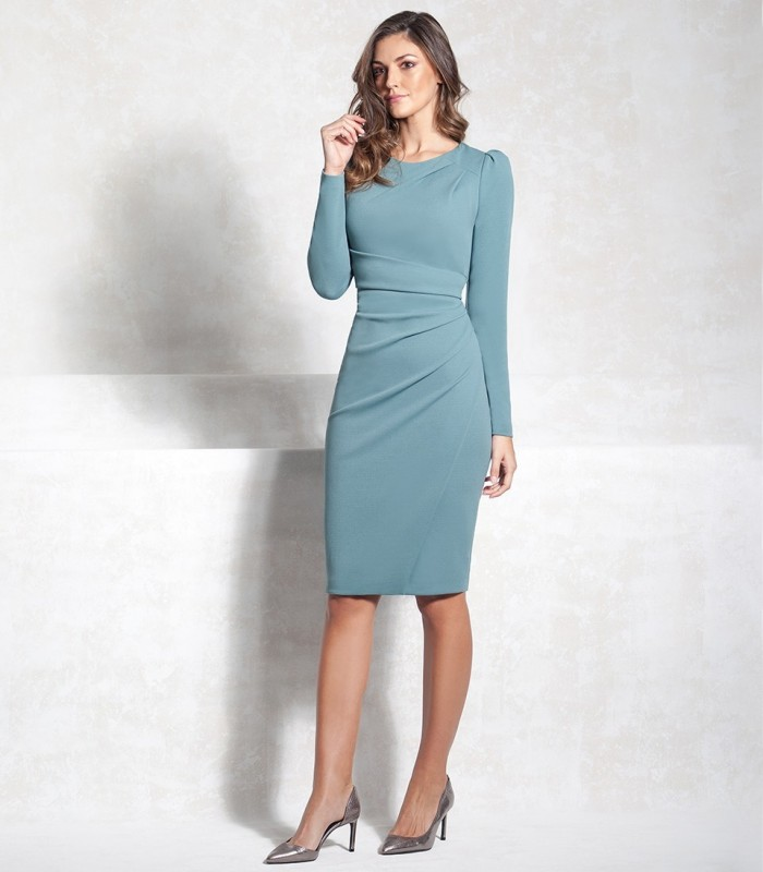 Short dress with gathered at the waist and long sleeves