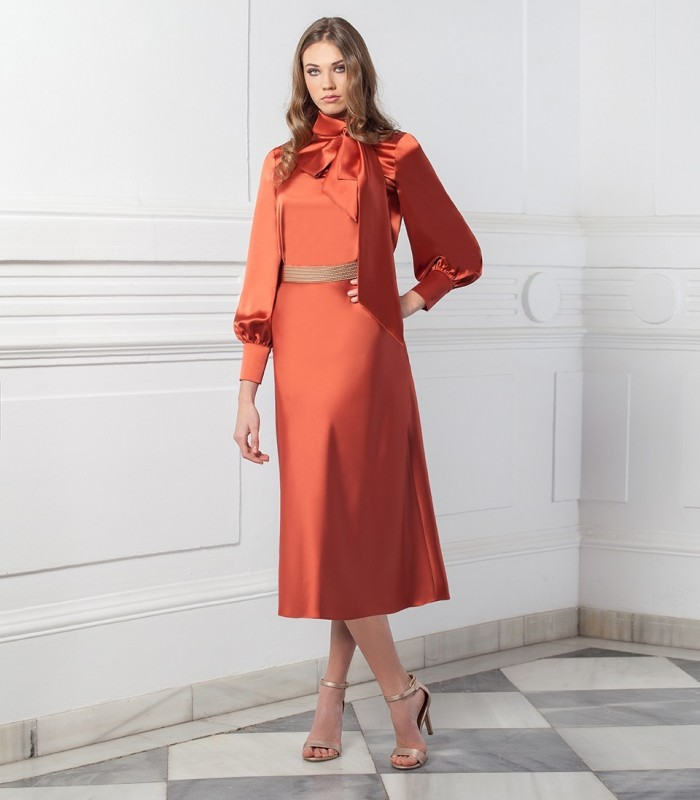 Satin blouse with bow at the neck and gigot sleeves