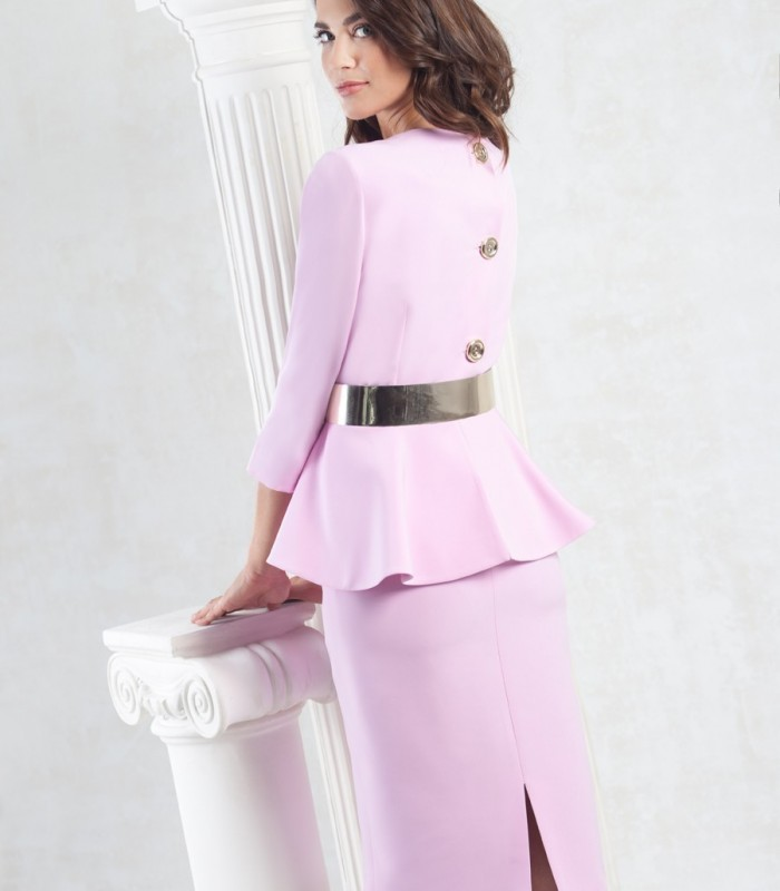 Short and straight dress with ruffle at the waist and belt