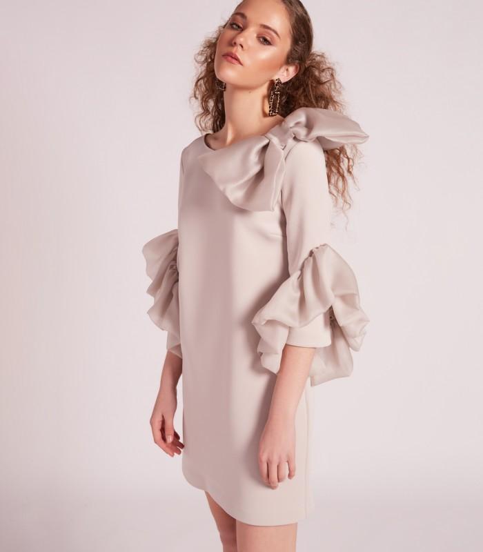 Vestido  corto liso con manga volante y lazo en el hombro