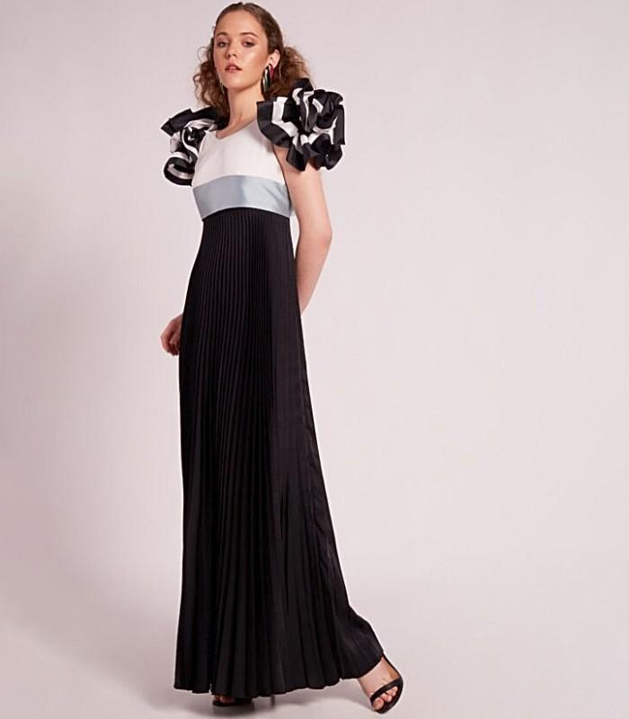 Vestido largo con escote redondo con mangas farol y falda plisada