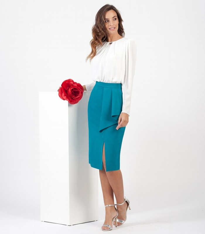 Straight skirt with side slit