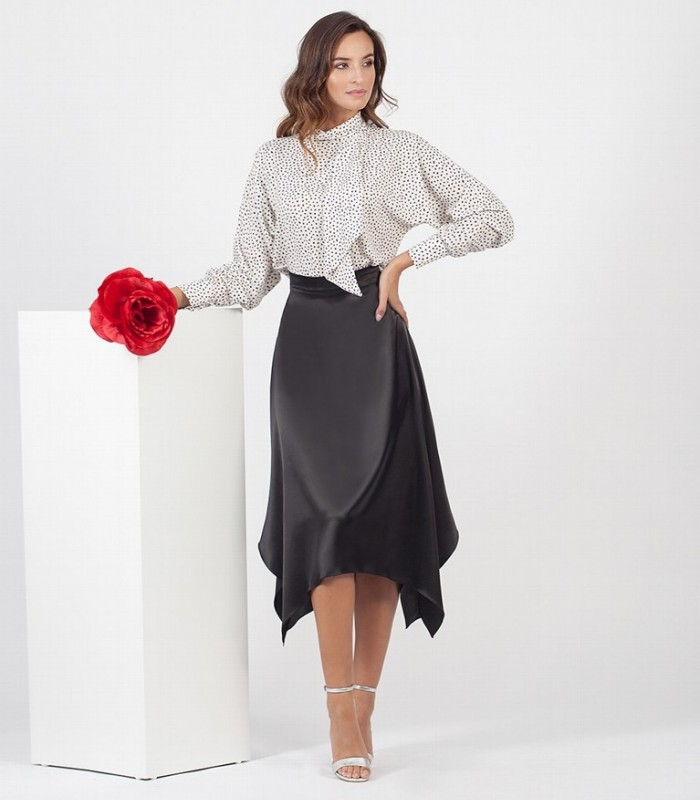 Plain midi skirt with flare and spikes
