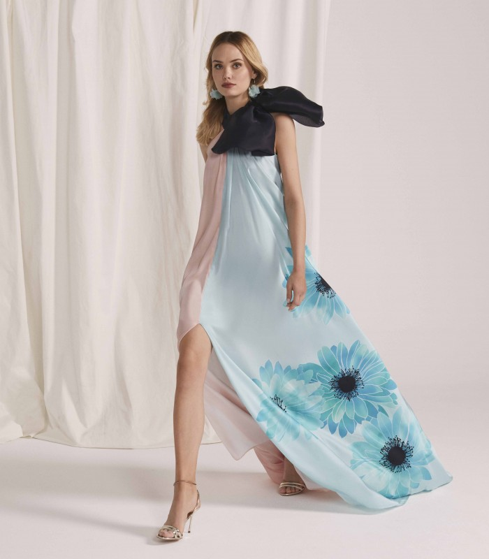 Long double-tone dress with halter neckline with central slit in the skirt