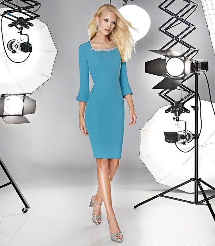 Short u-neck dress with flared sleeve cuffs