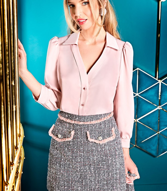 Falda gris con pasamanaría de flecos rosas