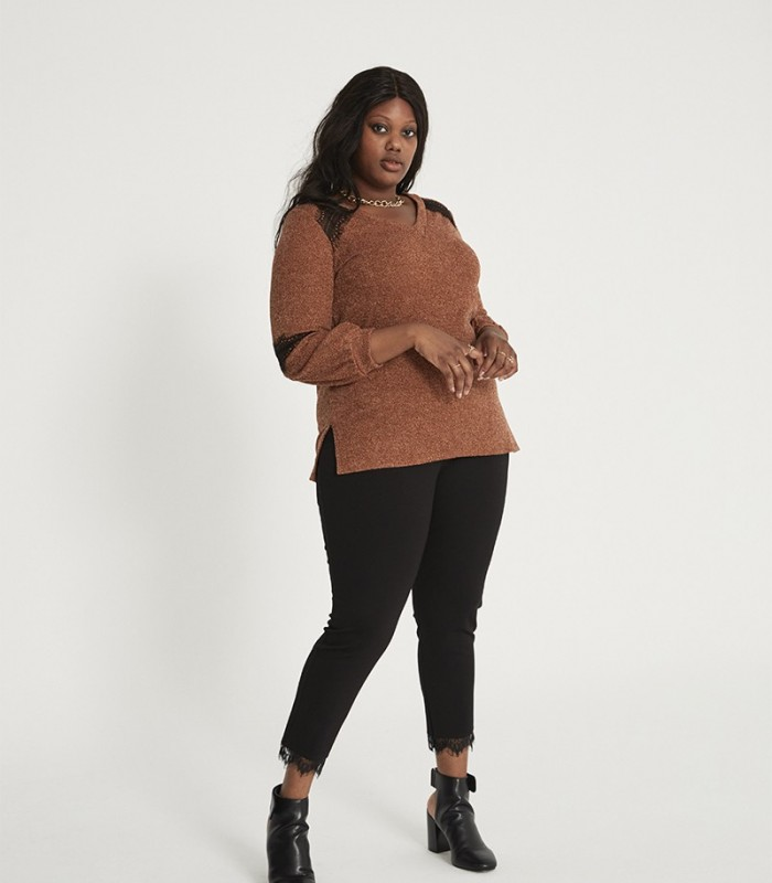 Knitted sweater with V-neckline and lace detail sleeves