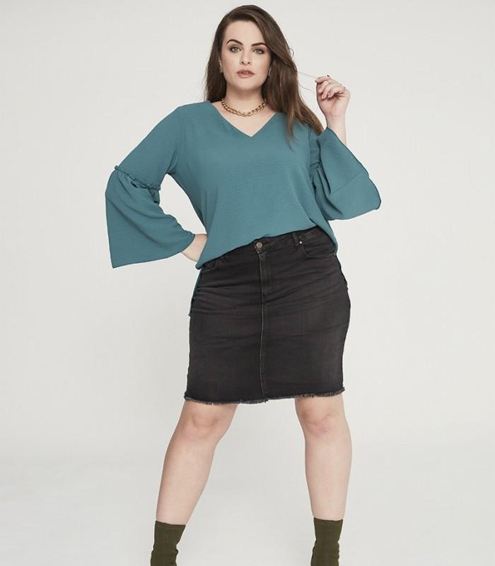 Blusa lisa escote pico de manga con frunce y vuelo