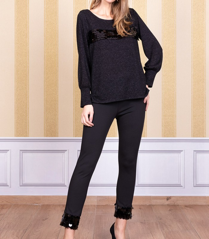 Long-sleeved sweater with sequins on the bust