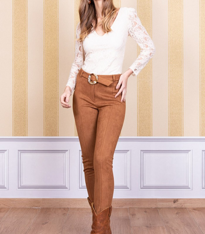 High-waisted skinny pants with buckle belt