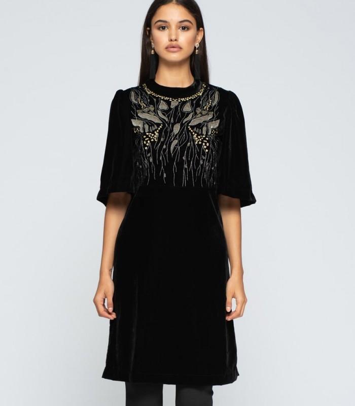 Vestido corto negro de terciopelo con bordados