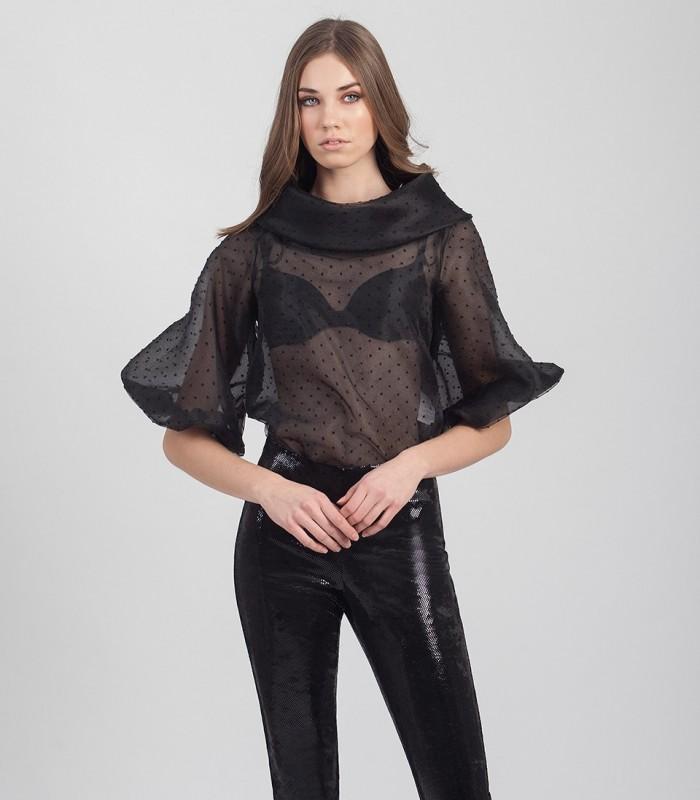 Blusa transparente con patrón de lunares y escote bardot