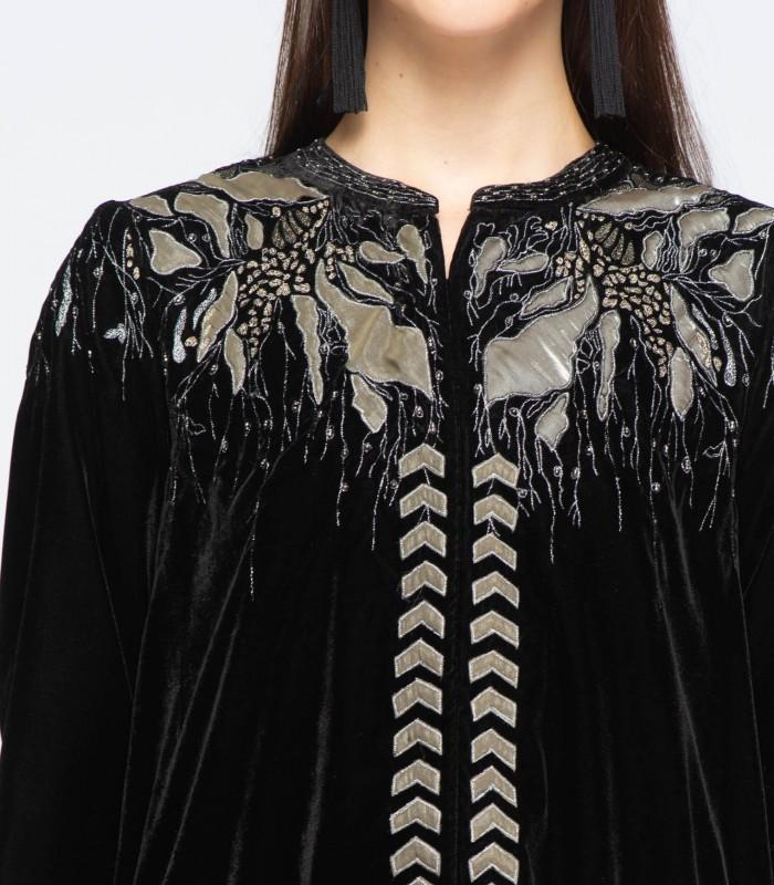 Chaqueta negra de terciopelo con bordado satinado