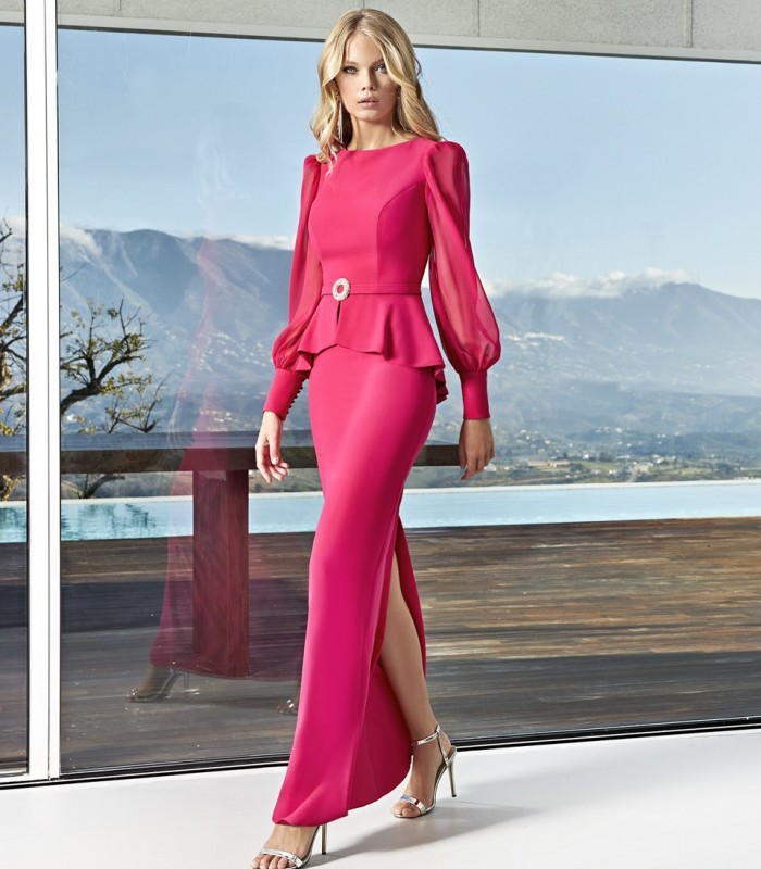 Long dress with gigot sleeves with detail at the waist and ruffles