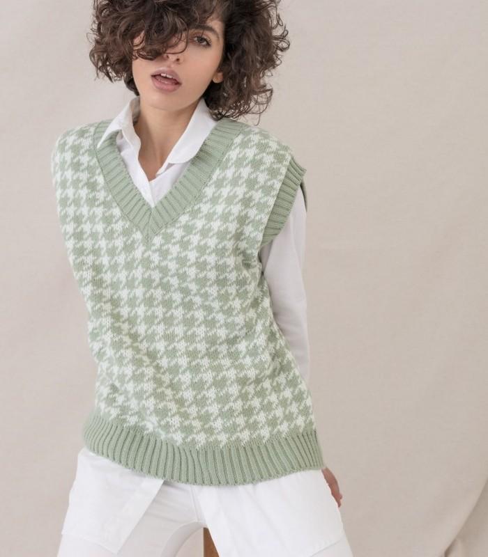 V-neck houndstooth vest
