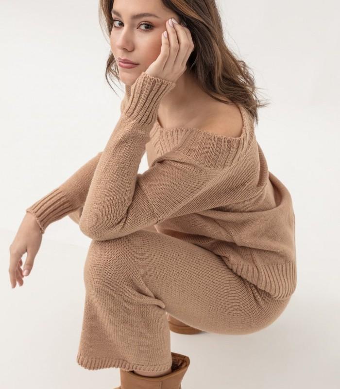 Oversized V-neckline jumper with line pattern
