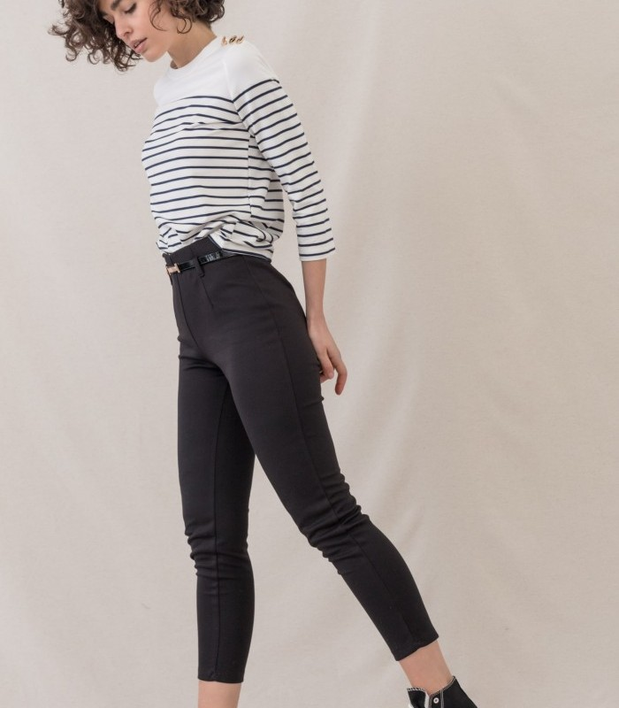 Pantalón estilo pitillo con mini cinturón incluido