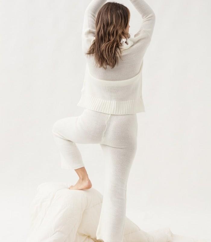 Pantalón largo de tejido calado y estilo culotte