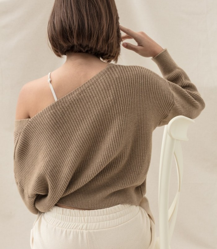 Button and line pattern cardigan