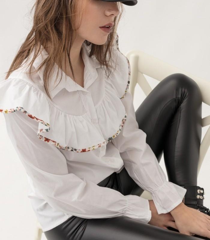 Camisa con cuello de solapa y manga larga con acabado volante