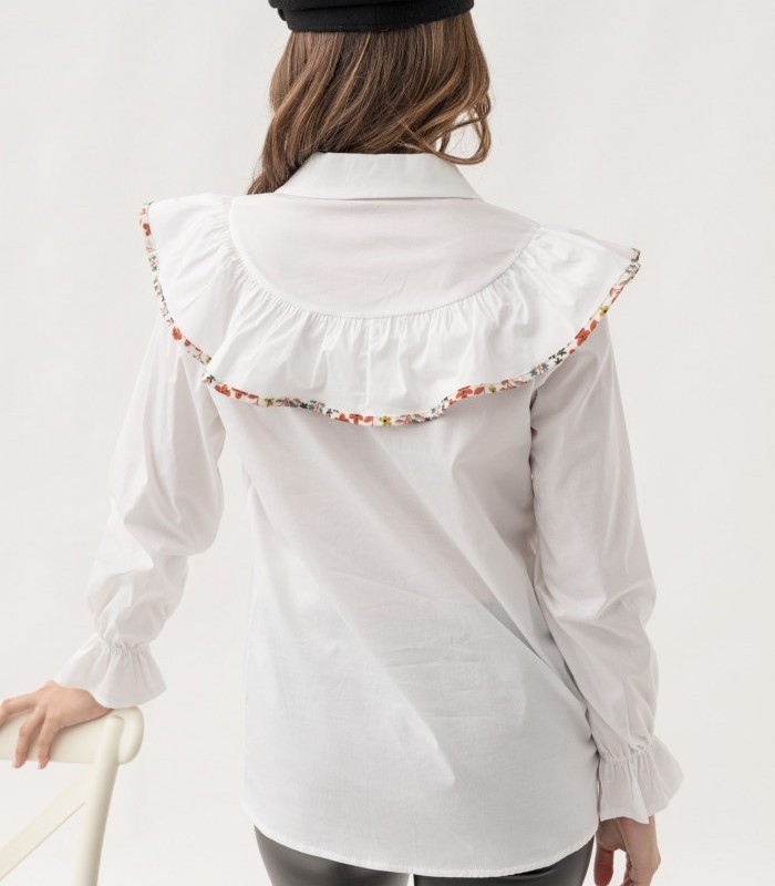 Shirt with lapel collar and long sleeves with ruffle finish