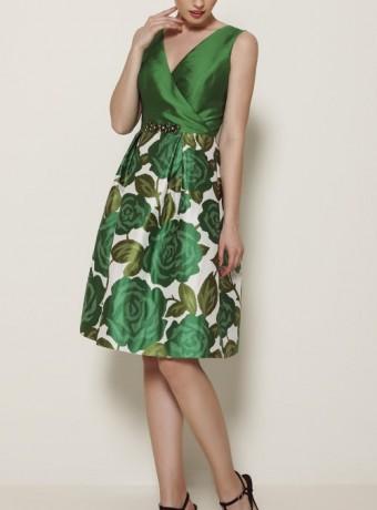 Vestido corto verde con escote en pico