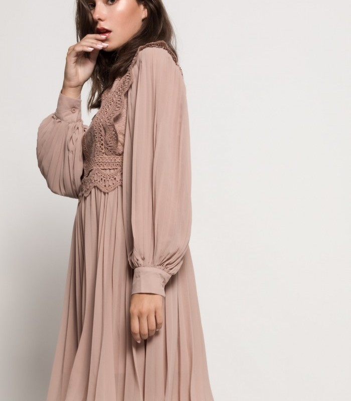 Vestido midi con detalles en crochet y manga larga abotonada