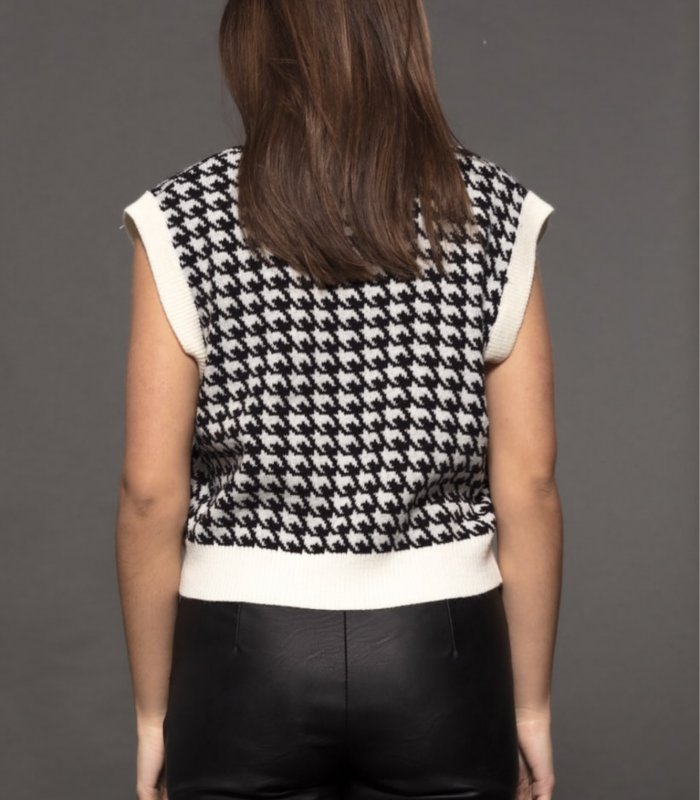 Houndstooth print vest and armhole sleeves