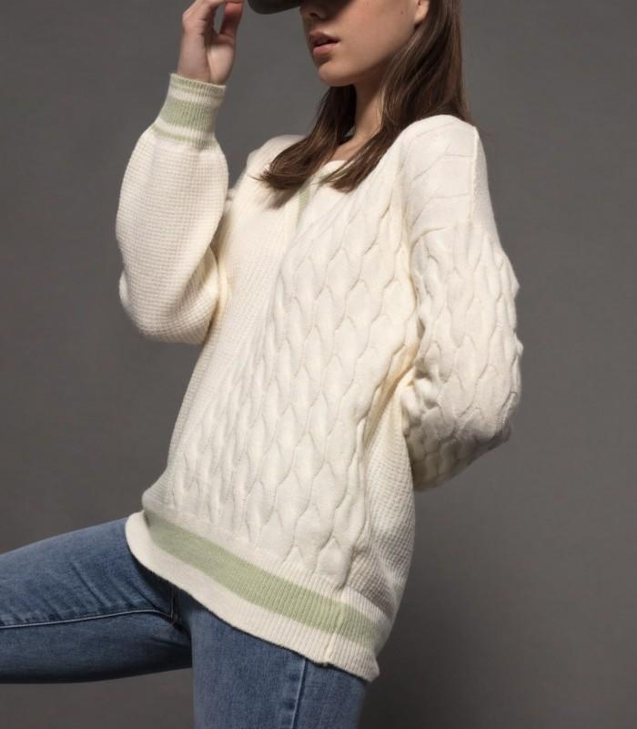 Long-sleeved V-neck knit sweater