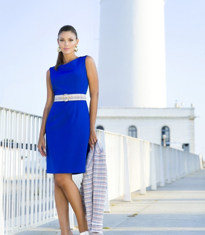 Short straight dress with striped belt in different shades