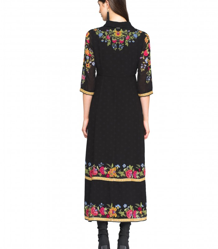 Vestido de manga francesa con detalles bordados de flores