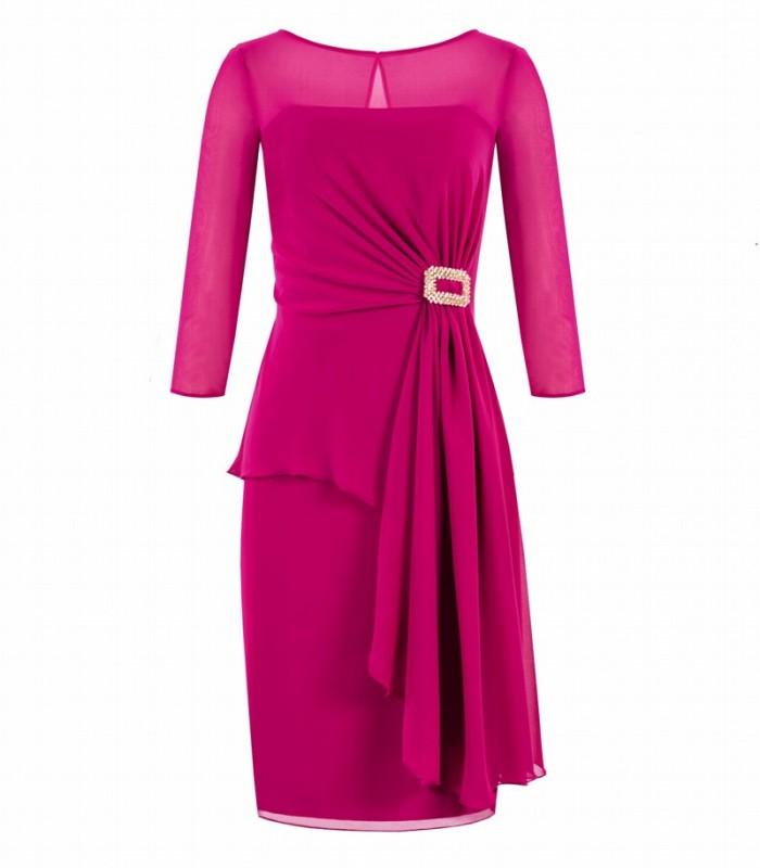 Vestido corto de manga de gasa y broche de pedrería en cintura