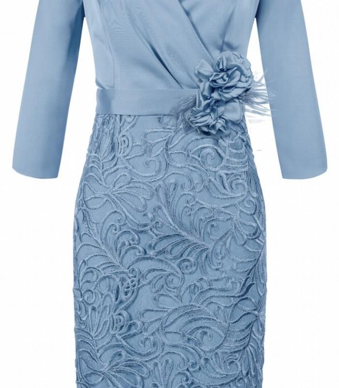 Vestido corto de escote cruzado con bordado y detalle de flor