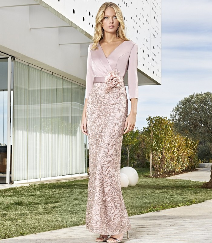 Long dress with a crossover neckline with embroidery and flower bow