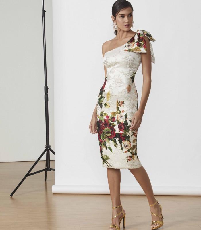 Vestido brocado de rosas con escote asimétrico