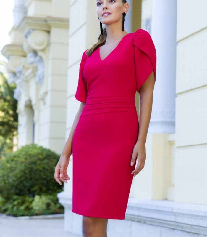 Short straight dress with V-neckline and cape sleeves