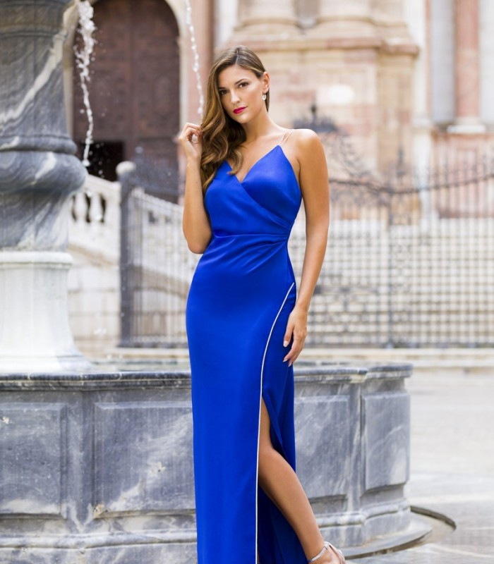 Mermaid cut dress with sweetheart neckline and side slit