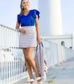 Short high-waisted skirt with horizontal line print