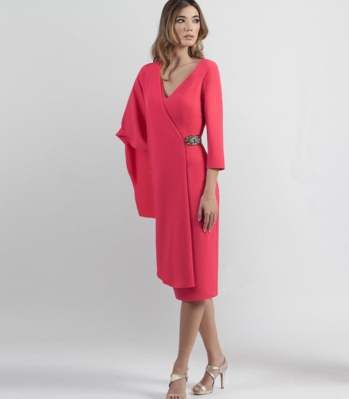 Vestido corto de doble capa con detalle de pedrería en cinturón